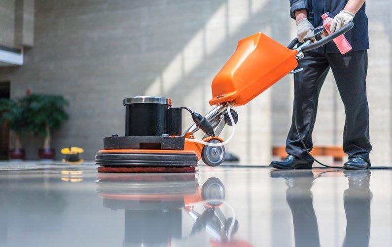 Operazioni pulizia nelle aziende