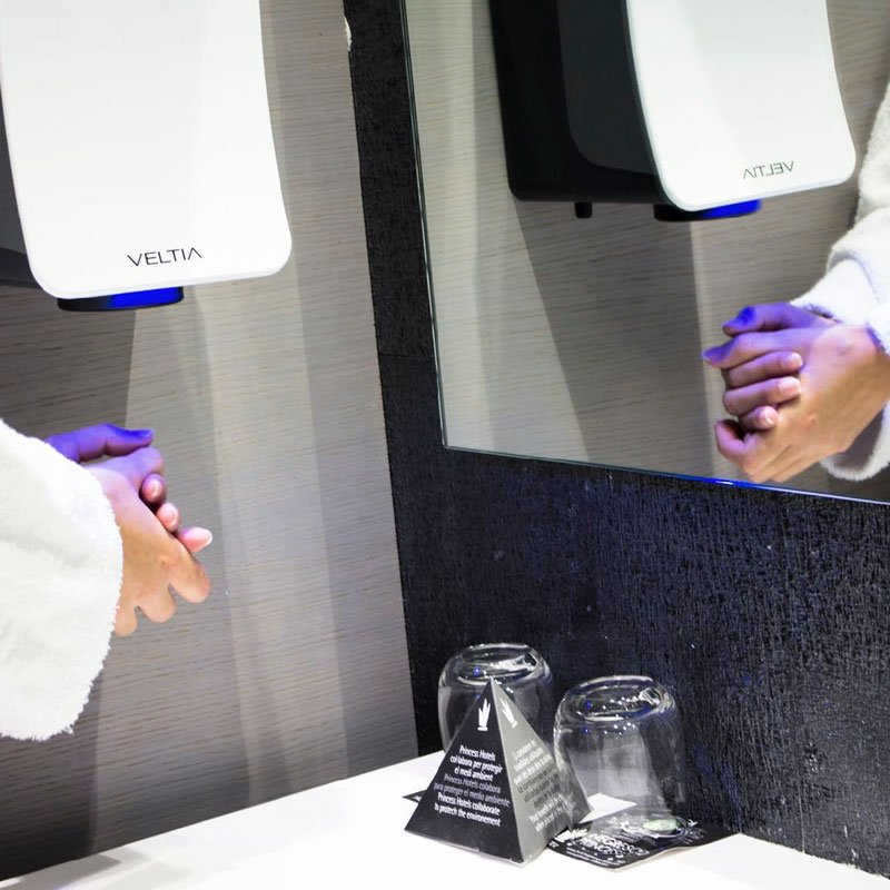 Asciugamani-elettrici-aria-fredda-hotel